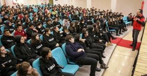 ATAŞEHİR'DE 7 BİN 513 ÖĞRENCİYE DEPREM SEMİNERİ VERİLDİ