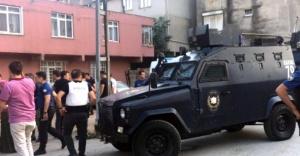 Ataşehir'de polise taşlı saldırı