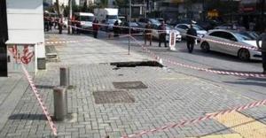 Ataşehir'de kaldırım çöktü