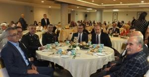 Ataşehir Gaziler Günü programına Yeni ve Eski kaymakam birlikte katıldı