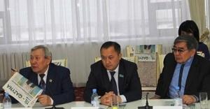 Kazakistan'da 90 yıl sonra bir ilk: Latin alfabesi ile gazete