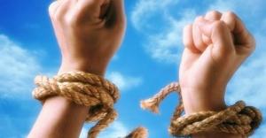 Güvensiz bağlanma, bağımlılık için risk etmenidir
