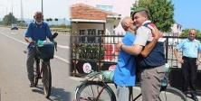76 yaşındaki dede, askerdeki torununu görmek için 1100 km Pedal Çevirdi