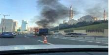 Ataşehir TEM'de kamyonet alev alev yandı