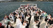 Beykoz'da 34 Çift 'Boğaz Turu'yla Dünya Evine Girdi