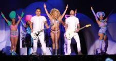 Lady Gaga İstanbul'da sahnede soyundu