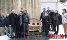 Üsküdar Belediyesi, yıkılan kedi evi yerine özel kedi evleri yerleştirdi