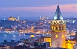 İSTANBUL'A TEMMUZ AYINDA 301 BİN TURİST GELDİ