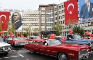 CUMHURİYET BAYRAMI KADIKÖY'DE KLASİK OTOMOBİL...