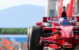 Formula 1'de İstiklal Marşımızı Murat Karahan...