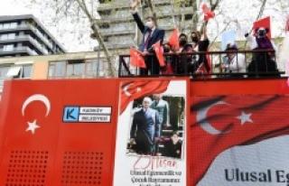 KADIKÖY'DE 23 NİSAN COŞKUSUNA PALYAÇOLAR EŞLİK...