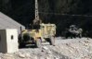Failler belli Mehmetçik dağı-taşı arıyor