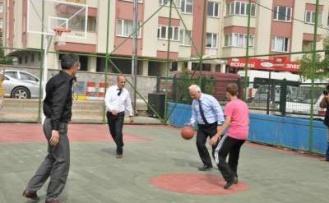 Maltepe Belediye Başkanı gazetecilerle yorgunluk attı