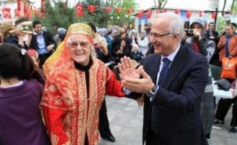Başkan Zengin Maltepe Huzurevi kermesinin açılışını yaptı