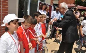 Maltepeli Minik tenisçiler ilk madalyalarını aldı