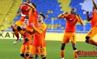 Galatasaray Fenerbahçe'yi 1-0 yenerek ligde liderliğe yükseldi