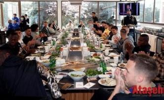 Fenerbahçeli Futbolcuların Ciğer Kebabı Keyfi
