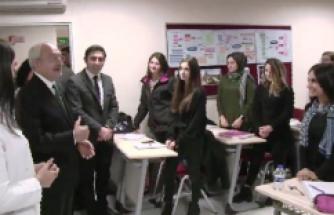 Kılıçdaroğlu, Ataşehir'de Gençlik Merkezi'ni Ziyaret Etti