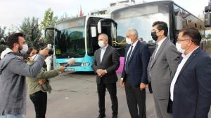 Ataşehir Belediyesi Ekiplerimiz ilçemizdeki otobüs, minibüs ve taksileri düzenli olarak dezenfekte ediyor