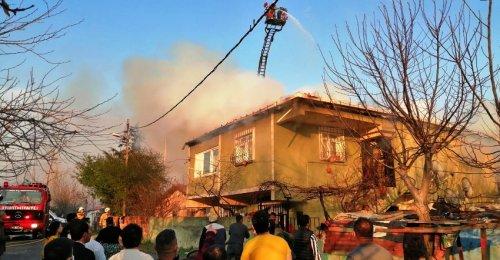 Ataşehir Yeni Çamlıca Mahallesinde Korkutan Yangın