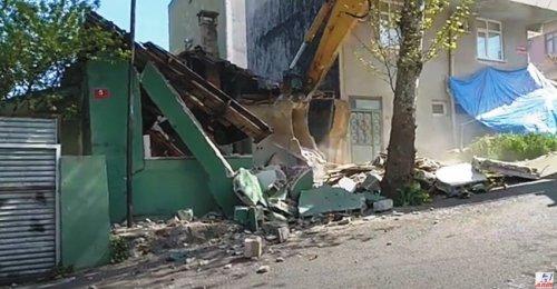 Yenisahra Mahallesinde DKY İnşaat Karot Aldığı Öğütveren Sokakta bulunan binanın yıkımı yapılıyor 2