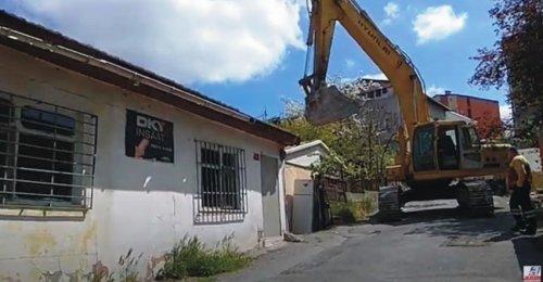 Yenisahra Mahallesinde DKY İnşaat Karot Aldığı Boztepe Sokakta bulunan binanın yıkımı yapılıyor 1