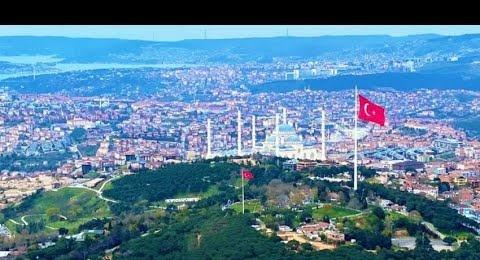 Türkiye'nin en büyük Türk bayrağı, Çamlıca Tepesi'nde İstiklal Marşı ile göndere çekildi