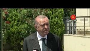 Cumhurbaşkanı Erdoğan, cuma namazı sonrası gazetecilere açıklama yapıyor. 17 Temmuz 2020