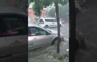 İstanbul, Zeytinburnu'nda, yoğun yağmur sonrası sel baskını