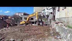 Yenisahra Mahallesinde, DKY İnşaat, Riskli Binaların yıkımını gerçekleştiriyor 3