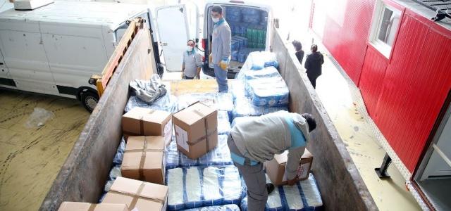 Ataşehir Belediyesi İzmir Deprem Bölgesine Yardım Yolladı