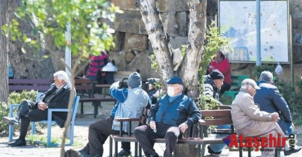 Pazar günü 65 yaş üstü vatandaşlara 4 saatlik izin