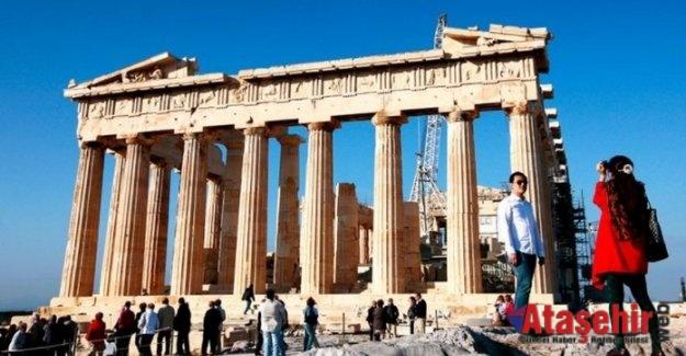 Yunanistan, 1 Temmuz'da kapılarını yabancı turistlere açıyor