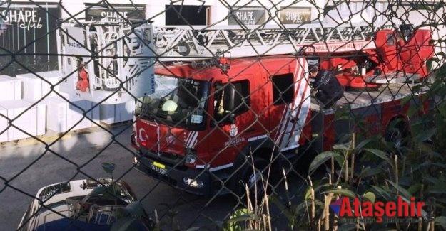 Ataşehir'de üzerine demir blok düşen işçiyi itfaiye kurtardı
