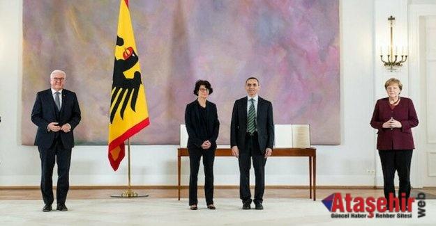 Özlem Türeci - Uğur Şahin'e  Almanya'dan liyakat nişanı