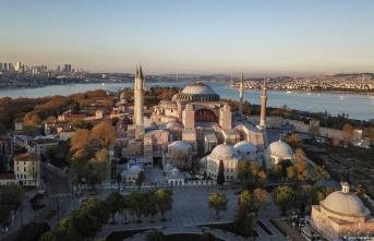 İSTANBUL'A GELEN TURİST SAYISI YÜZDE 47,7 AZALDI