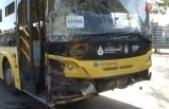 Ataşehir'de İETT otobüsü ve 2 minibüs birbirine girdi: 1 yaralı