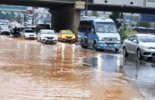 İstanbul'da Sağnak yagış ve su taşkınları...