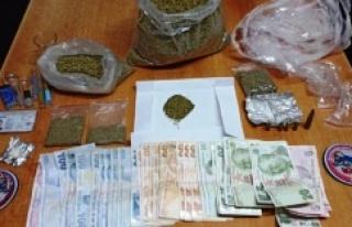 Ataşehir'de durdurulan taksiden uyuşturucu...