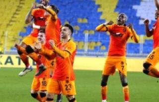 Galatasaray Fenerbahçe'yi 1-0 yenerek ligde...
