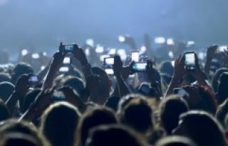 Geleceğe damgası vurması beklenen cep telefonu...
