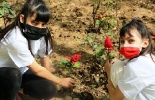 Ataşehir Belediyesi'nden 'Çöpler Çiçek Olsun'...
