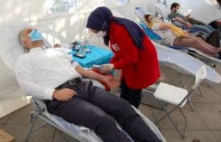 Ak Parti Ataşehir Kan bağışı kampanyası devam...