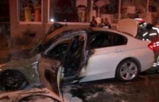Ataşehir'de seyir halinde olan lüks otomobil...