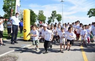 KADIKÖY'DE CADDE 10K SPOR FESTİVALİ RENKLİ GÖRÜNTÜLERE...