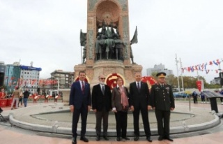 'İSTANBUL'UN KURTULUŞU' TAKSİM'DE KUTLANDI
