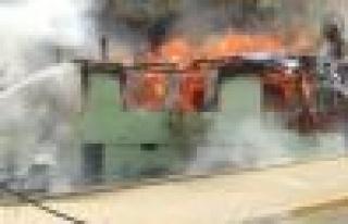 Ataşehir Yenisahra'da Gecekondu Yangını