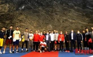 Türkiye Boks Milli Takımının Antrenmanları Yer Altı Tuz Şehri'nde Devam Ediyor