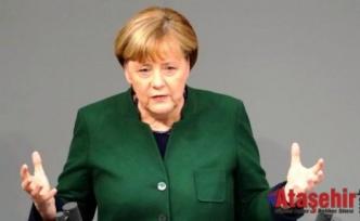 Merkel: Ankara ile diyalog sürmeli