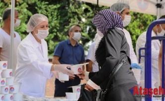 Maltepe'de 15 bin kişiye aşure dağıtıldı